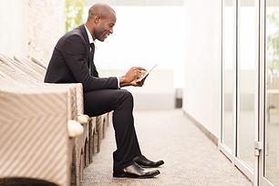 Zekere zakenman wachten voor een intervi