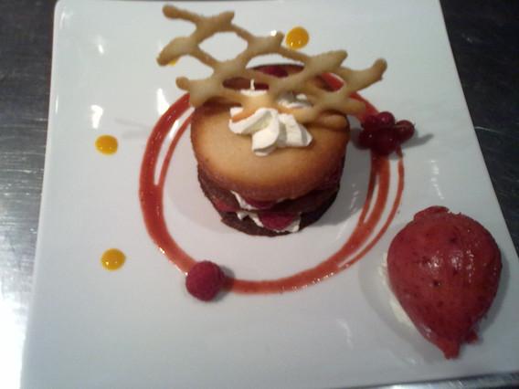 Dessert à l'assiette fruits rouges