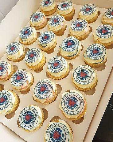 Matching Rangers F.C cupcakes💙❤⚽️ Vanil