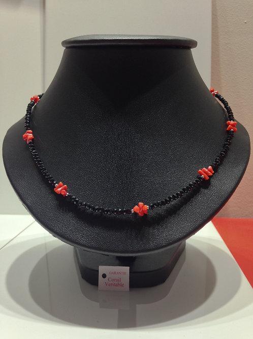 Collier Corail Noir et Rouge et perles d'onyx noir