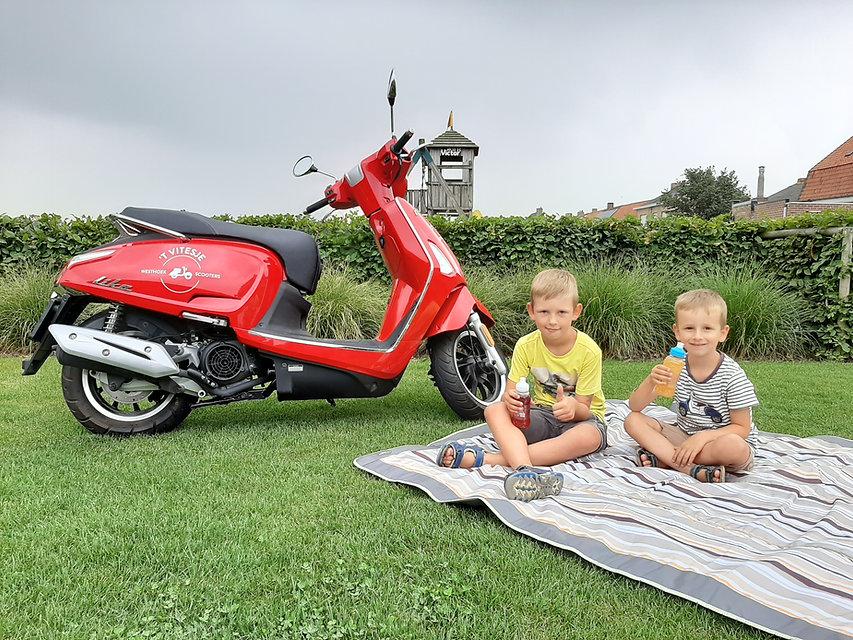 vitesje westhoek scooter verhuur Victor