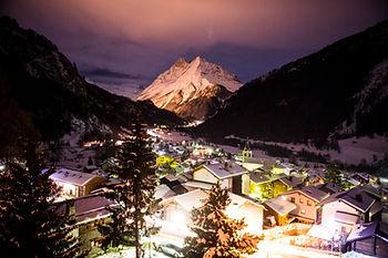 Les montagnes illumé dans le cadre d'un jubilé en Valais