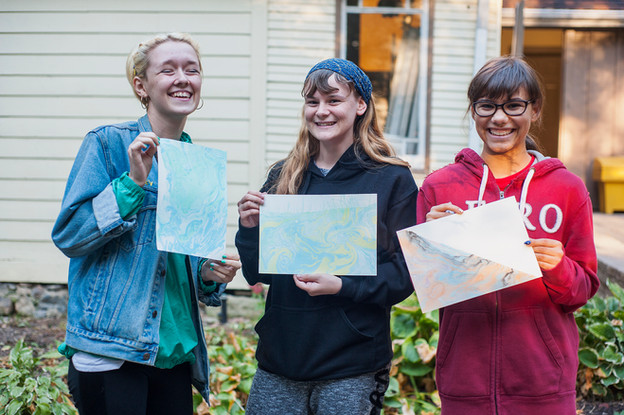 Participants of the paper marbling workshop.