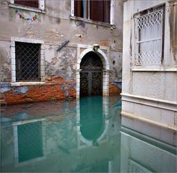 doorway canal