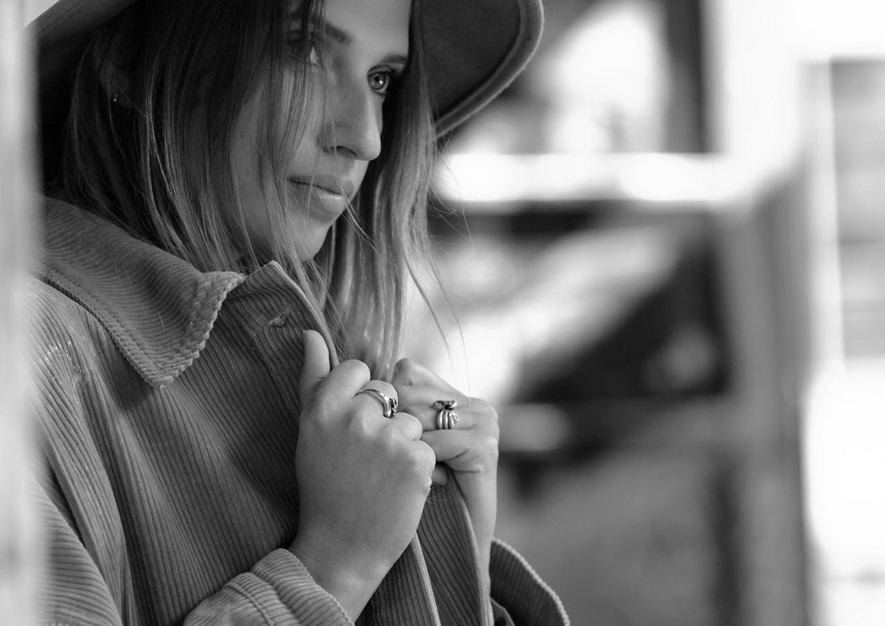 Vanessa-an-mauersw.jpg