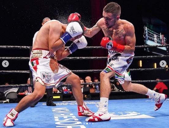 DEEjay boxing