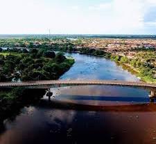 A ponte Itapoã sobre o rio Mearim, em Arari