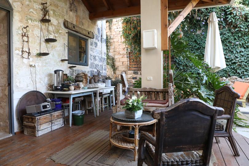 Shulamit yard Coffee spot