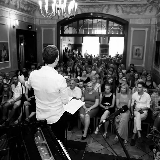 Bernard's Live Performance