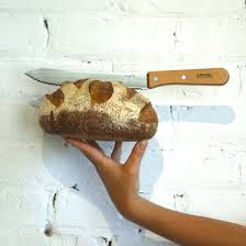פוקצה מקמח מלא וסכין לחם אופינל