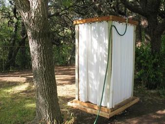 בניית מקלחת בעצמך בגינה