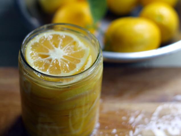 לימון כבוש סידור בצנצנת