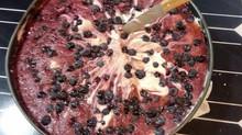 עוגה טבעונית פרווה לראש השנה עם מילוי צבעוני