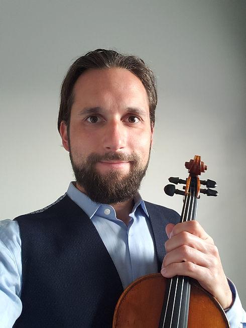 Alex Toskov violin 2021.jpg