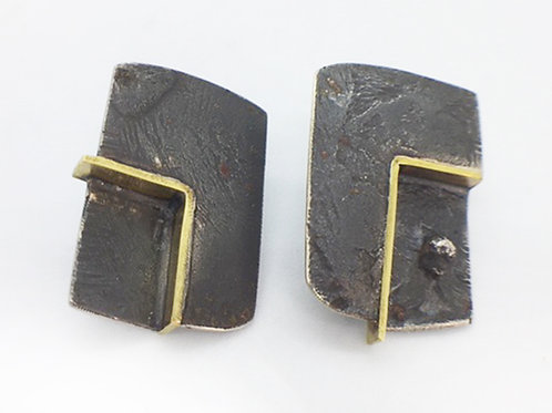RBJE62 Textured Square Studs