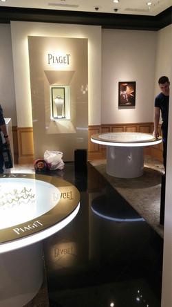 Piaget столы в бутик
