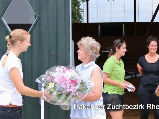 Gelungene Fohlenmusterung am 11. August auf demTrakehnerhof der Familie Diemer
