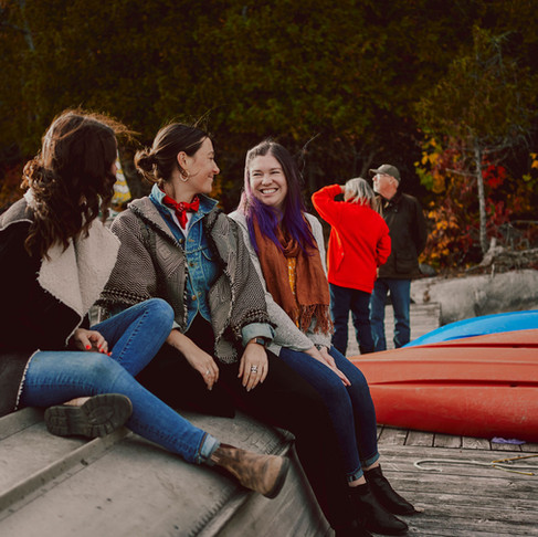 LEVESQUE-MUMFORD'S FALL FAMILY SESSION BY THE LAKE
