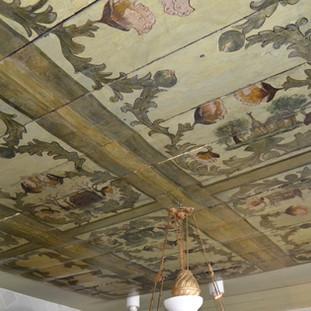 Bemalte Holzdecke im Sielhafenmuseum Carolinensiel