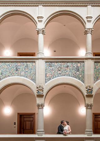 Hochzeitspaar im Stadthaus Zürich nach der Hochzeit