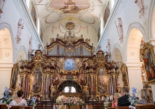 Hochzeitsbild von der Kirche