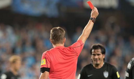 El carácter de los árbitros de fútbol, ¿laboral o administrativo?