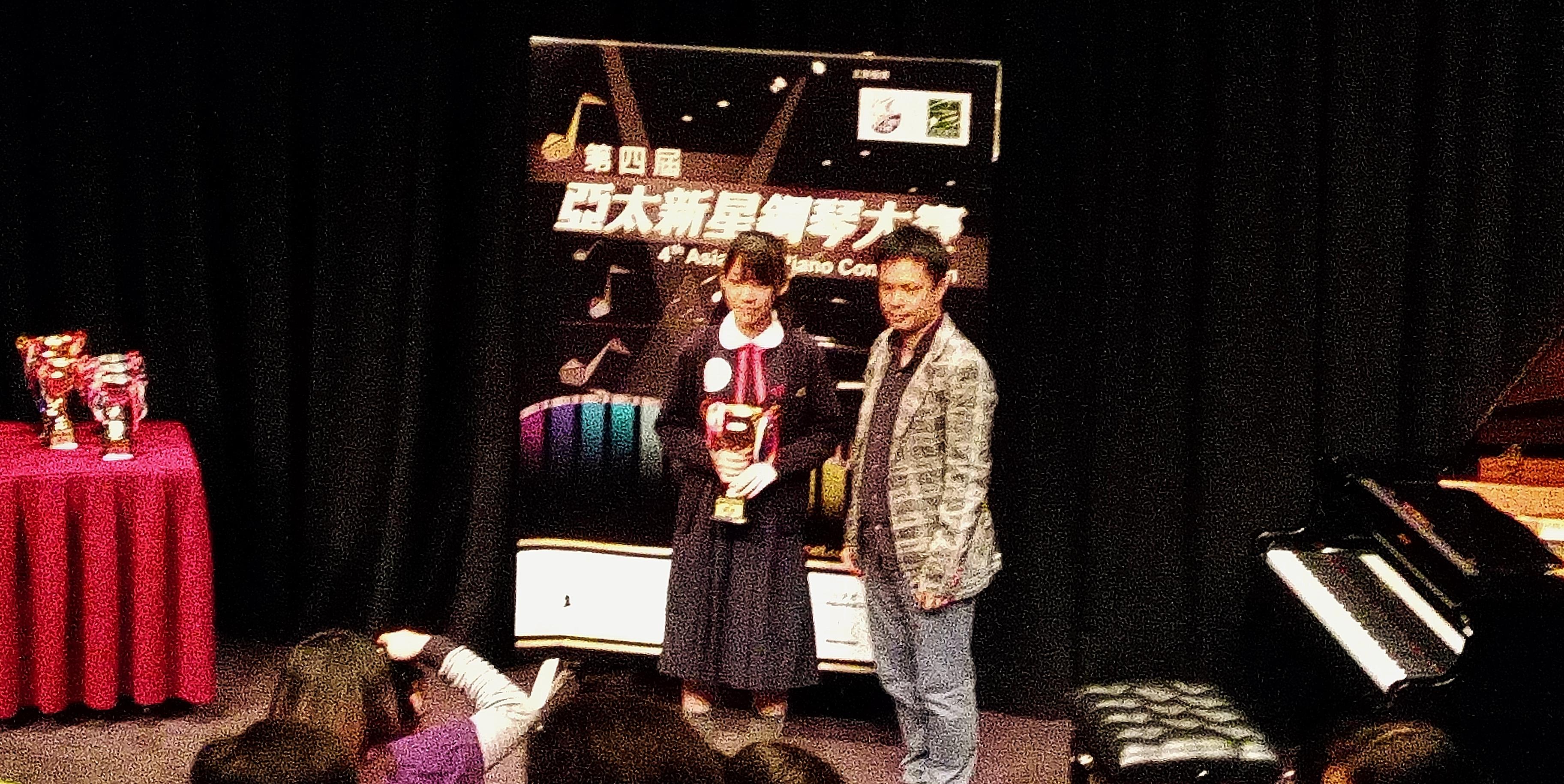 吳同學榮獲7級組鋼琴大賽冠軍。