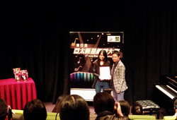 本中心導師Miss Wong代表領取音樂指導金獎。