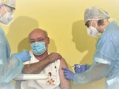 Prvé FOTO: Vakcína proti COVID-19 dorazila, začali s očkovaním zdravotníkov!