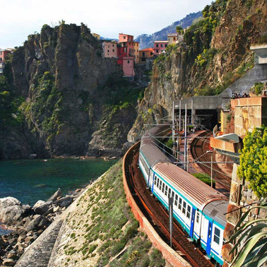 Day-trips-by-train-to-Cinque-Terre.jpg