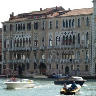 Palazzo_Giustinian_canal_grande.jpg
