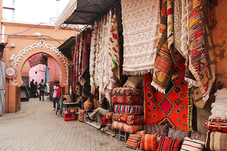 souk_medina_carpets_marrakech_morocco.jp