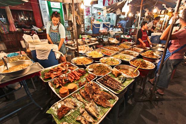 Thailand-Chiang-Mai-Gate-Food-Vendors.jp