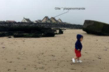 """un enfant sur la plage d""""Asnelles ,"""