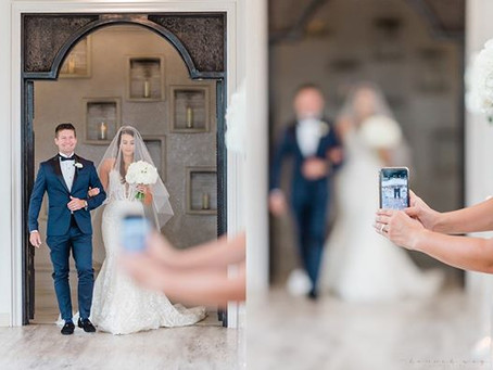 Photographer's Post About Cell Phones at Weddings Fuels Unplugged Ceremony Debate