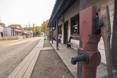 Le saloon du village Canadiana