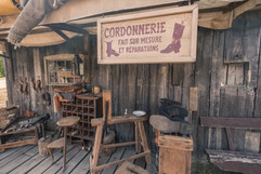Le cordonier du village Canadiana