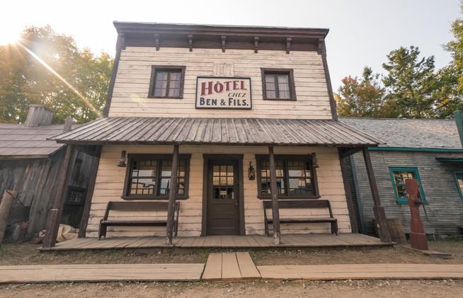Le saloon du western