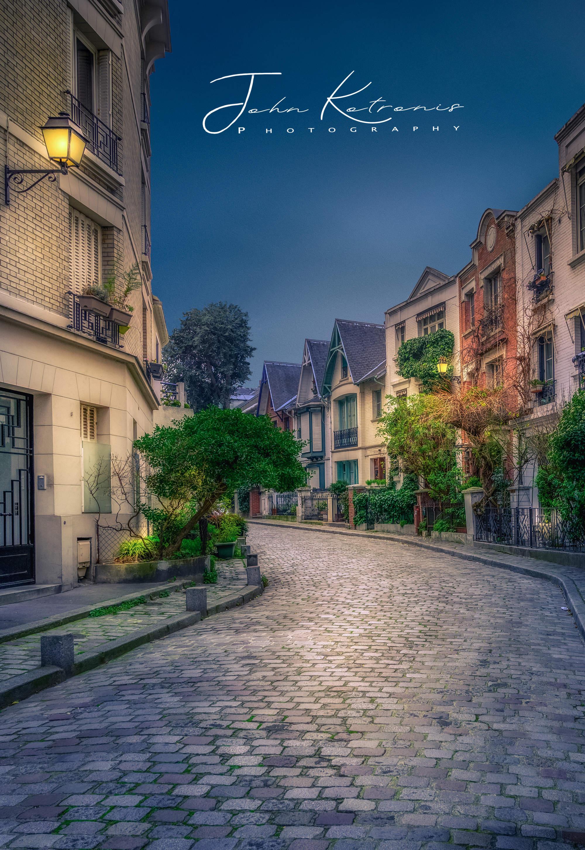 stock-photo-montmartre-paris-1009183729