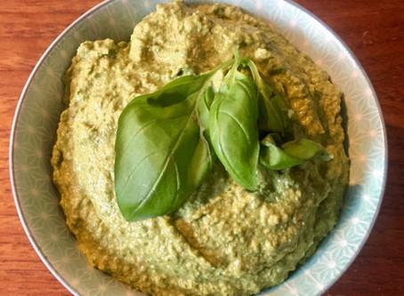 Humus med spinat og basilikum