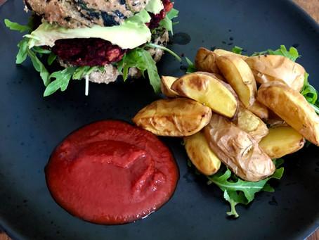 Spinatburgerbolle med rødbedebøf