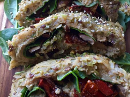 Plantebaseret kartoffelroulade med humusfyld og skønne grønsager