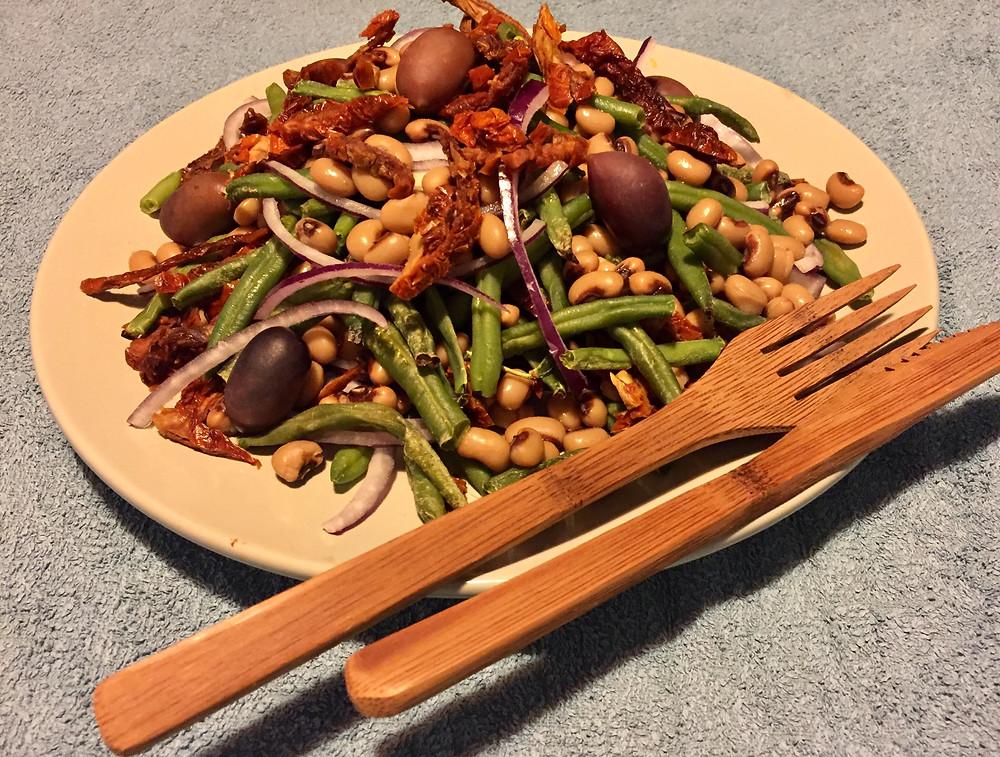 Bønnesalat a la Planterødderne - plantebaseret hverdagsmad