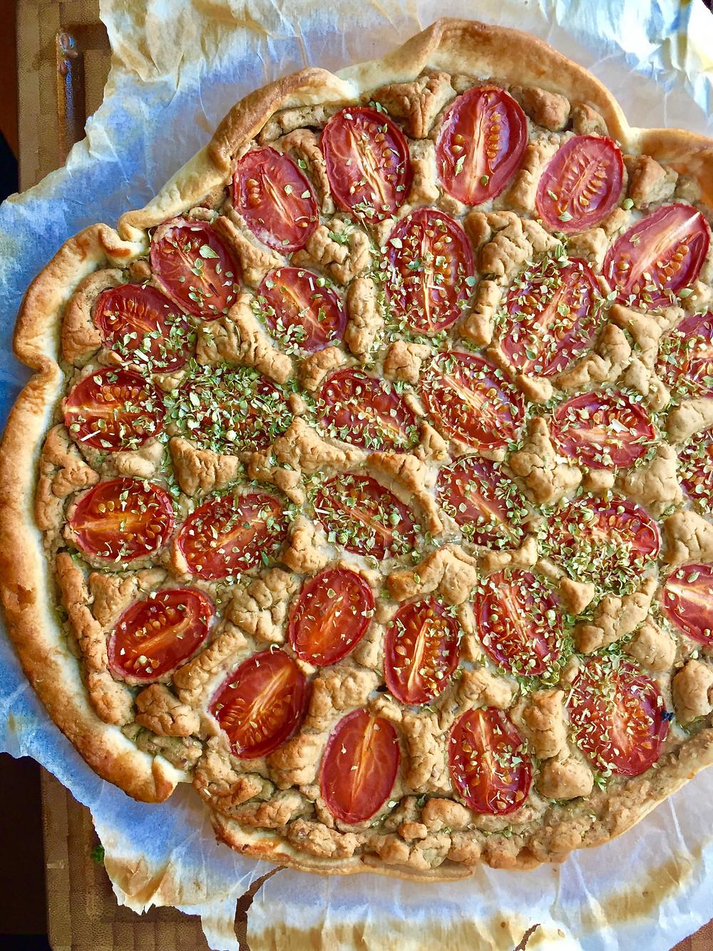 Plantebaseret tærte med grønkål og bønnetopping