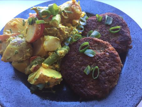 Plantebaserede bøffer og kartoffelsalat