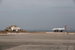 santorini-airport-pista4.jpg