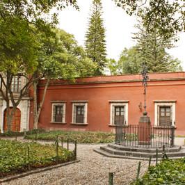 """""""Plaza de los Licenciados"""" explanade"""