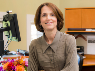 Katie Smith Sloan Accepts Leadership in Aging Award