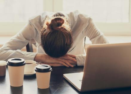 Altijd moe door slecht te slapen? Ga vlot naar dromenland dankzij deze tips: