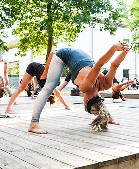yoga op terras.jpg